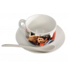 Kavos puodelis su lėkštute ir šaukšteliu